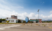 Abandoned airport control tower — Stock Photo