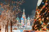Christmas balls on tree branches in Red square — Foto de Stock