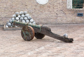 Old cannon and the nucleus  — Stock Photo
