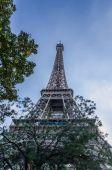 Eiffel tower park view — Stock Photo