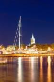 ザダル ハーバー ビューを夜の都市 — ストック写真