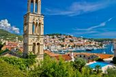 Famous Hvar yachting waterfront view — Stock Photo