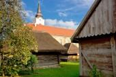 Staden av Krizevci historiska stugor och kyrkan — Stockfoto