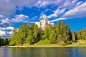 Odyllic lake hill castle of Trakoscan — Stock Photo