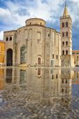Zadar cathedral landmark with water reflection — Stock Photo