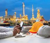 Engineering working on computer tablet  against beautiful oil re — Stock Photo