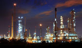 Beautiful landscape dusky sky of heavy industry oil refinery pla — Stock Photo