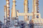 Cierre exterior fuerte estructura metálica de la planta de refinería de aceite i — Foto de Stock