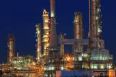 Oil refinery plant in petrochemical industry estate at night tim — Photo