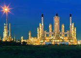 lighting of oil refinery palnt against dusky blue sky of oil re — Stock Photo