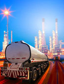 Beautiful lighting of oil refinery plant in heavy petrochemical — Stock Photo