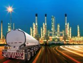 Petroleum container truck and beautiful lighting of oil refinery — Stock Photo