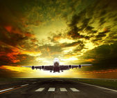 Passenger plane ready to take off on airport runways use for tra — Stock Photo