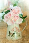 Artificial roses bouquet flowers arrange for decoration in home — Stock Photo