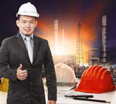 Young petrochemical engineer standing in front of working tale o — Stock Photo