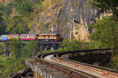Thai trains running on death railways crossing kwai river in kan — Stock Photo