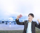 Young business man and visa passport in hand was approve with ha — Stock Photo