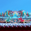 Beautiful dragon statue decorated on chinese temple roof against — Stok fotoğraf #62976535