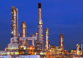 Beautiful lighting of oil refinery plant in petrochemical heavy — Stock Photo