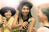 Portrait group of asian young woman singing a song in caraoke en — Stock Photo