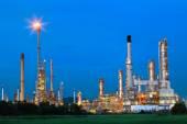 Beautiful lighting of oil refinery palnt against dusky blue sky — Stock Photo