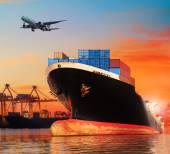 Коммерчески корабль BIC в импорт, экспорт Пирс использования судна transpo — Стоковое фото