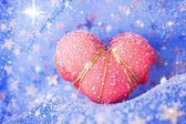 Single Snowbound Red Heart — Stock Photo