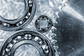 Ball-bearings and giant cogwheel close-ups — Stock Photo