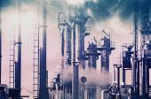 Oil refinery, smoke and smog — Stock Photo