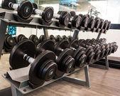 在健身室的黑色哑铃 — 图库照片