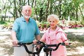 Senior Couple Stays Active — Stock Photo