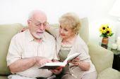 Senior Couple Adult Literacy — Stock Photo