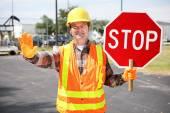 Travailleur de la construction avec panneau d'arrêt — Photo