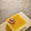 Passion mango cheese cake with syrup — Stok fotoğraf #83533372