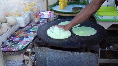Thai dessert, Roti Saimai, made by hand — Stock Video