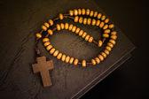 Christian cross necklace on Holy Bible book, Jesus religion conc — Fotografia Stock