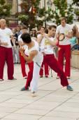 Варшава, Польша, 01 августа: неопознанный capoeira танцор на уличной работе 01 августа 2014 в Варшаве, Польша. — Стоковое фото