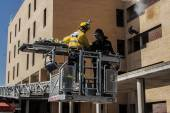Firefighters working in rescuing injured in a building in Talavera de la Reina, Toledo, Spain — Stock Photo