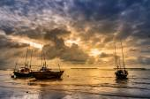 Fishing sea boat and Sunrise — Stock Photo