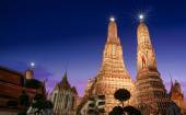 Arun Temple in Bangkok city — Stock Photo