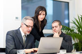 Businesspeople discussing — Stock Photo