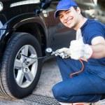 Mechanic inflating tire — Stock Photo #54319651