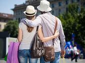 Casal fazendo compras — Foto Stock
