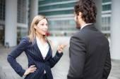 Discusión entre la gente de negocios — Foto de Stock
