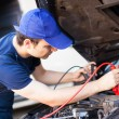 Mechanic using booster cables — Stock Photo