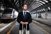 Hombre de negocios en la estación de tren — Foto de Stock