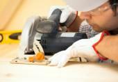 Carpenter using circular saw — Stock Photo