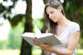 Young woman studying at park — Stock Photo