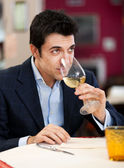 Man analyzing white wine — Stock Photo