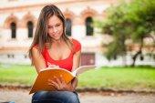 学生阅读笔记本 — 图库照片